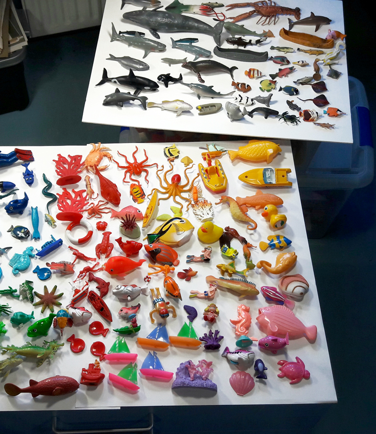 inventaire de petits jouets mer, océan